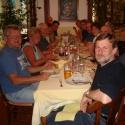 Die ganze Gruppe beim Abendessen in Straßburg.
